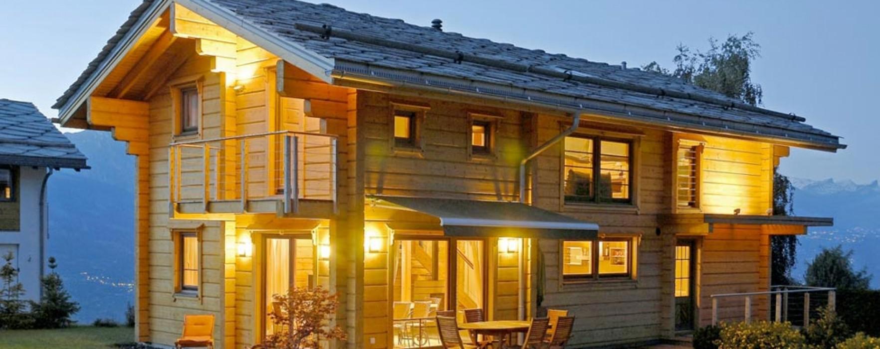 Una casa in legno senza gronde for Case in legno senza fondamenta