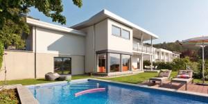 einfamilienhaus_zdach_mit_balkon_und_pool