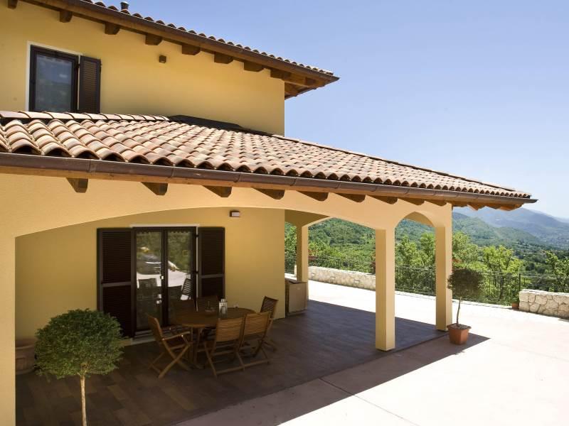 Casa su misura haas roncone portico vista 800 for Ville con portico in legno