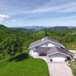 Splendida villa prefabbricata in legno realizzata in montagna da Vibrobloc